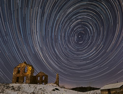 star-trails-over-stone-house-c_KAW5129.jpg